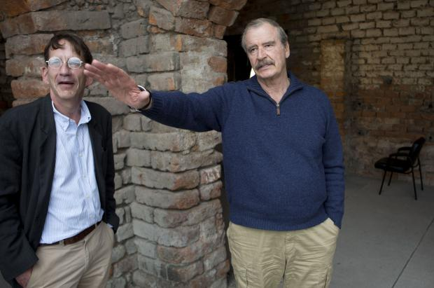 Former Mexican President Vicente Fox talks with reporter Mark Stevenson after an interview in San Cristobal, Mexico, Wednesday, March  9, 2016. (AP Photo/Eduardo Verdugo)