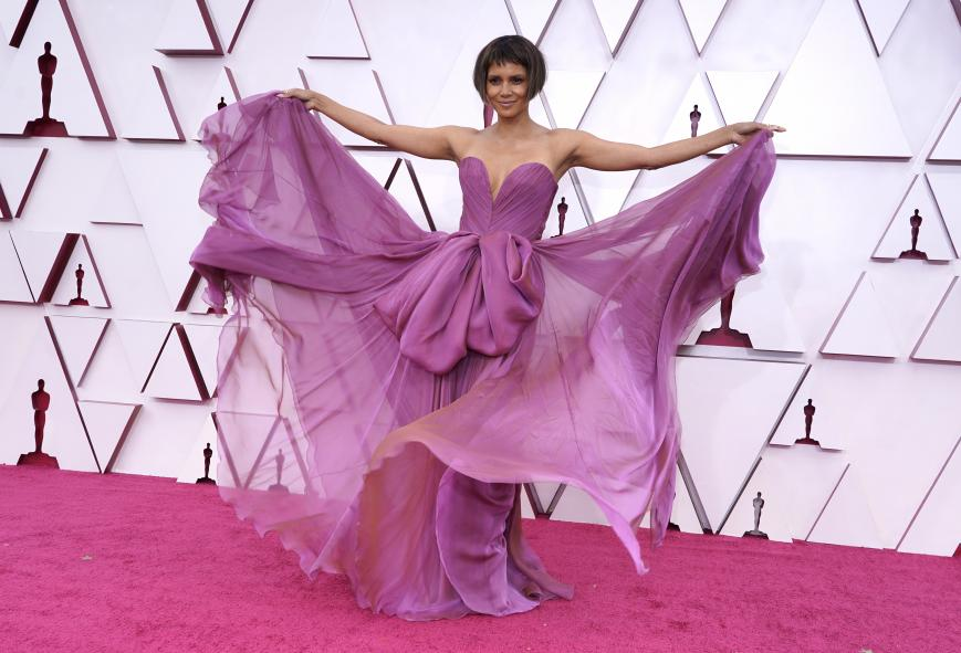 Halle Berry arrives at the Oscars, April 25, 2021, at Union Station in Los Angeles. (AP Photo/Chris Pizzello, Pool)