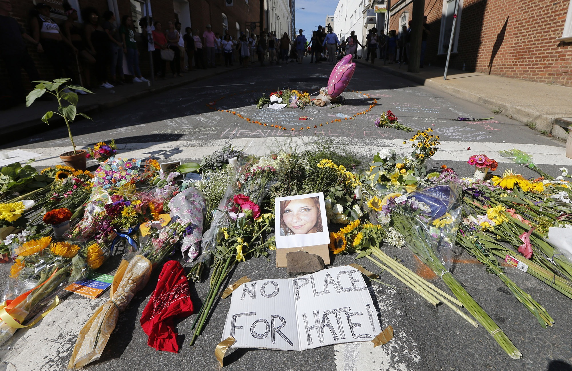 blog.ap.org - How to describe extremists who rallied in Charlottesville